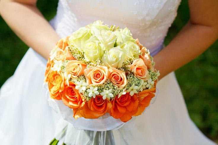 Menyasszonyi csokor narancs. Orange wedding bouqet.
