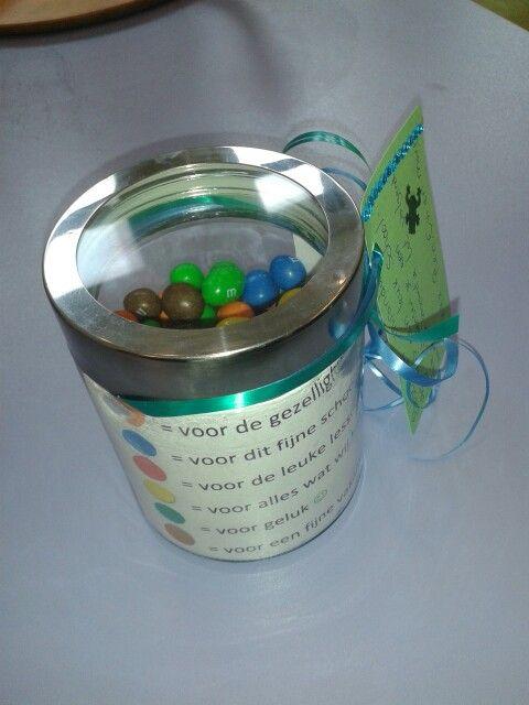 Bedankje juf met m&ms Kijk ook voor gepersonaliseerde bedankjes op www.dewonderwerkplaats.nl