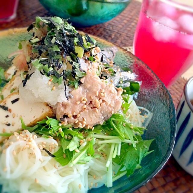 食べ過ぎた!サバサバ鯖缶うま〜い! - 74件のもぐもぐ - そうめん…  鯖缶は必須アイテムです。 これで暑い午後は満腹で…身動きとれません(笑) by okuribito20