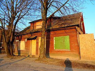 Opuszczone i nawiedzone: Opuszczony domek w Kownie tuż obok głównej arterii...
