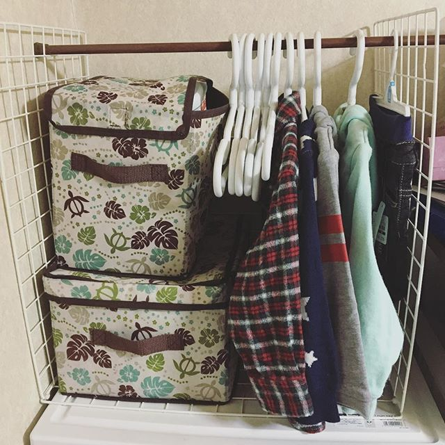 ワイヤーネットと結束と突っ張り棒使って息子のお洋服かけ作った♪ #突っ張り棒 #ワイヤーネット #ワイヤーネット収納 #diy #洋服掛け #材料100均 #ダイソー