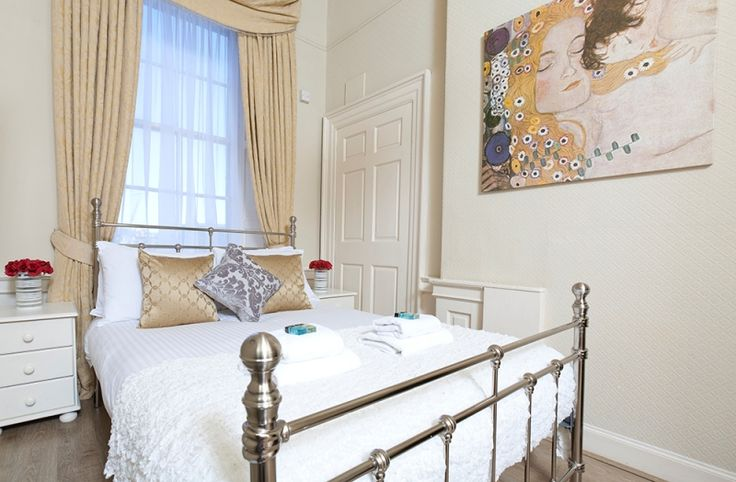 Beautiful rooms with 1 double bed, hardwood floors and soft furnishings. Views overlooking the Firth of Forth.