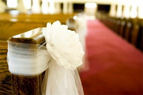 Simple and Inexspensive Wedding Aisle Decor with Paper Flowers and Tulle