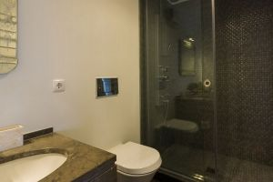 lisbon4real bathroom walk-in shower deluxe taipas apartment principe real