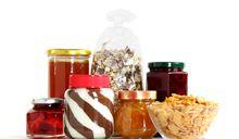Jakie produkty jeść na śniadanie? Płatki, masło orzechowe - to tylko niektóre propozycje.
