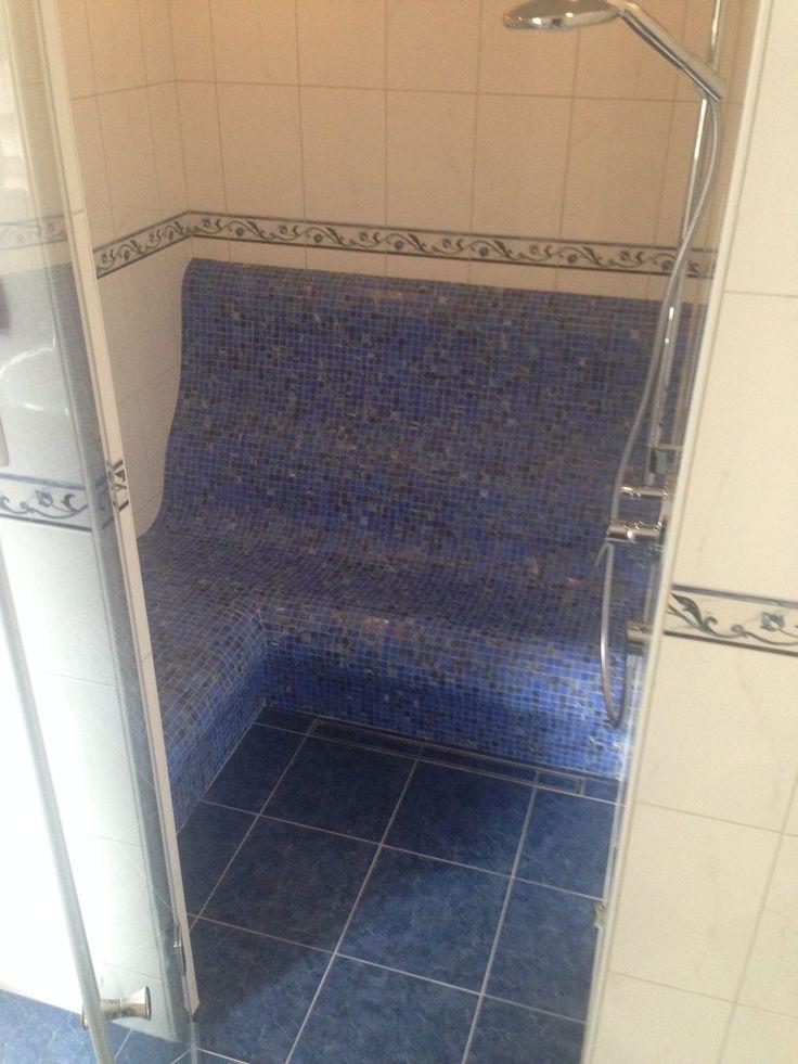 steam bath with shower and heated benches ## Dampfdusche mit beheizten Bänken