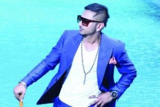 Did Honey Singh copy 4 Botal Vodka from a Marathi rhyme? - http://www.yoyohs.com/did-honey-singh-copy-4-botal-vodka-from-a-marathi-rhyme/For those who know Marathi or have stumbled upon the language in their growing years, they must have definitely come across this poem 'Ye Re Ye Re'. Looks like the poem caught none other than Yo Yo Honey Singh's attention and if you hear his recent track from the film Ragini...