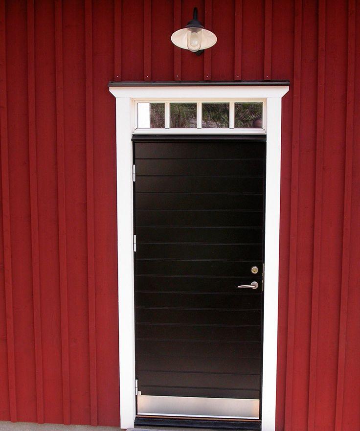 Ekstrands ytterdörr modell Bergamo 135S i svart kulör RAL 9011 och överljus med spröjs SP0:3 #Ekstrands #dörr #dörrar #door #doors #inspiration #skandinavisk #scandinavian