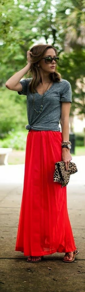 Grey shirt and red long skirt combo...I wouldn't even think to tie my shirt in a knot! Who knew! So cute!