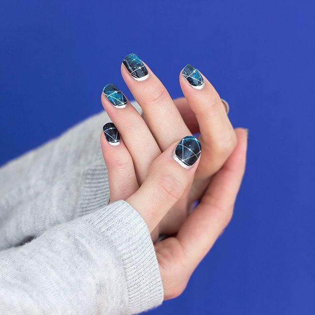 Ruffian Nails mit Nagelstickern