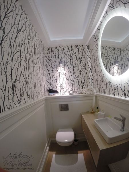 łazienka z panelami, classic wall panels in small bathroom, powder room