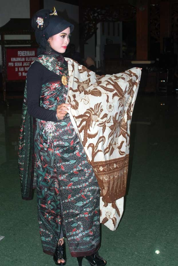 1000+ images about Traditional batik (Indonesian cultural heritage) on ...