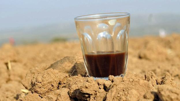 Do coffee and tea really dehydrate us?  To me this looks like a Greek wine glass!