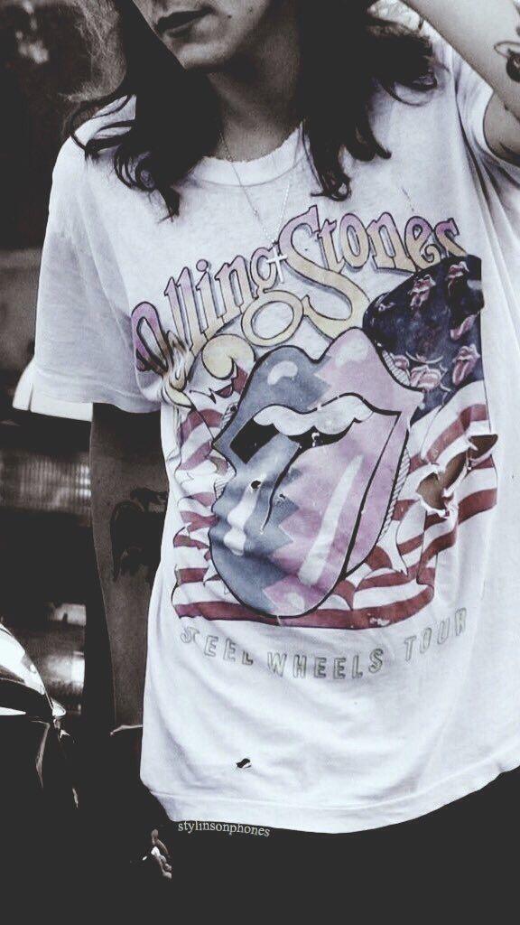 Harry Styles Lockscreen • ctto: @stylinsonphones ✨