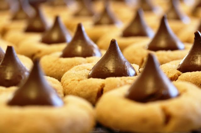Peanut Butter Blossoms | {Recipes}: Cookies and Bars | Pinterest