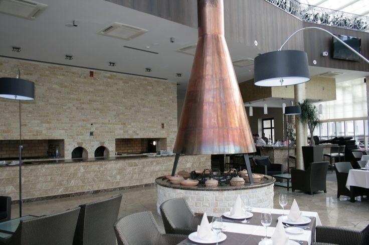 Шоу кухня в зале ресторана. Строительство-проектирование-ресторанов-РСК