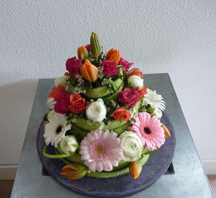Bloemen taart   Cupcake versieren, Taart, Cupcakes