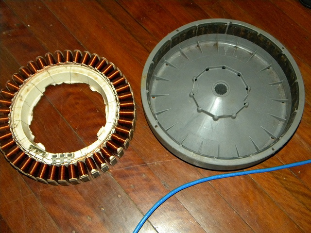 http://netzeroguide.com/magnetic-motor-generator.html A magnetic motor ...