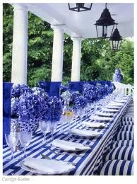I really love this blue and white table for my wedding...  -from kosherstreet.com