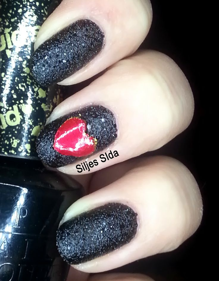 Dark valentine nails, Mörka alla hjärtans dag naglar. With OPI - Emotions, the hart is made with tape and two layers of OPI - Goldeneye and one layer of  OPI - Friar, Friar, Pants on Fire. And a thick layer of fast drying top coat.