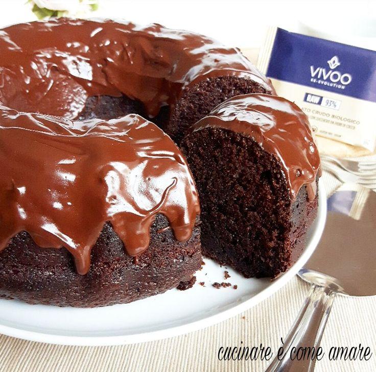 Il dark chocolate bundt cake è una sorta di ciambella tipica americana. Una ciambella sofficissima ,umidissima e buonissima.