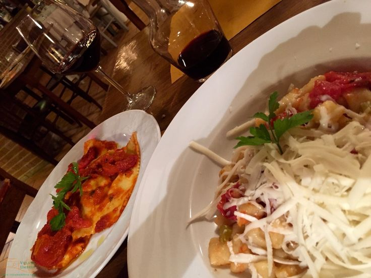 Il Felcino Restaurant in Città della Pieve offers typical Umbrian cuisine: homemade pasta's, meat dishes and pizza's! The wines are good as well.