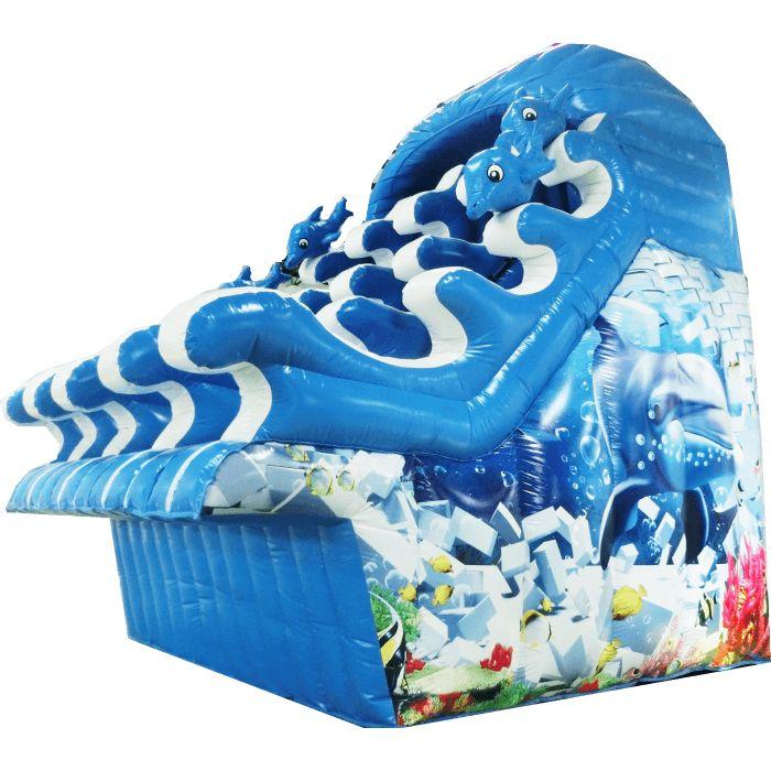 """Название: Водная надувная горка """"Сальто дельфина"""" Категория: Надувные аттракционы Источник: http://batutmaster.ru/product/vodnaya-naduvnaya-gorka-salto-delfina Описание:   Первое, что видят восторженные клиенты, обратившие внимание на водный батут, это великолепное оформление аттракцион"""