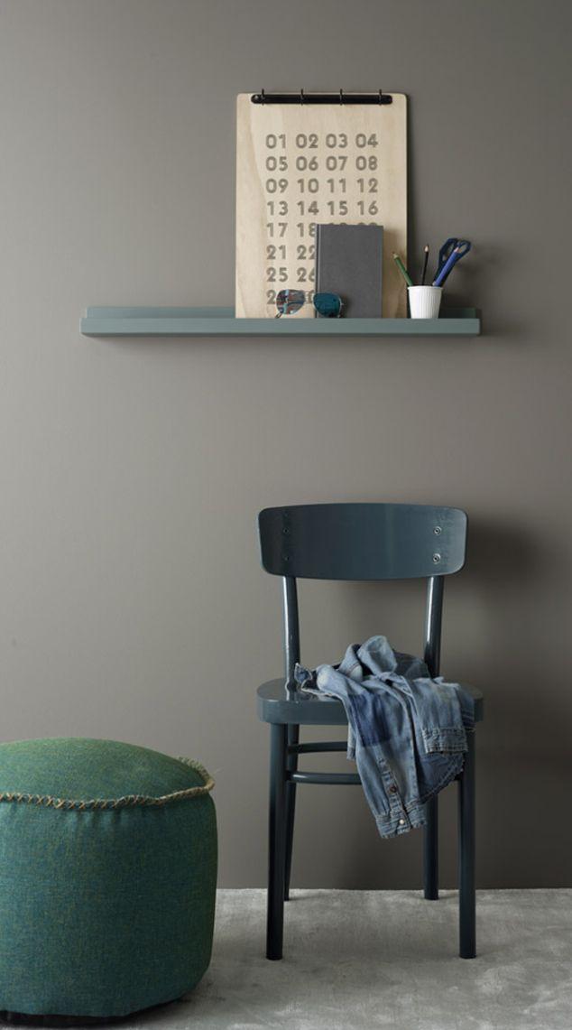 Jotun inspirasjon til ungdomsrom: vegg; grå skifer, stol; oslo,hylle; balanse