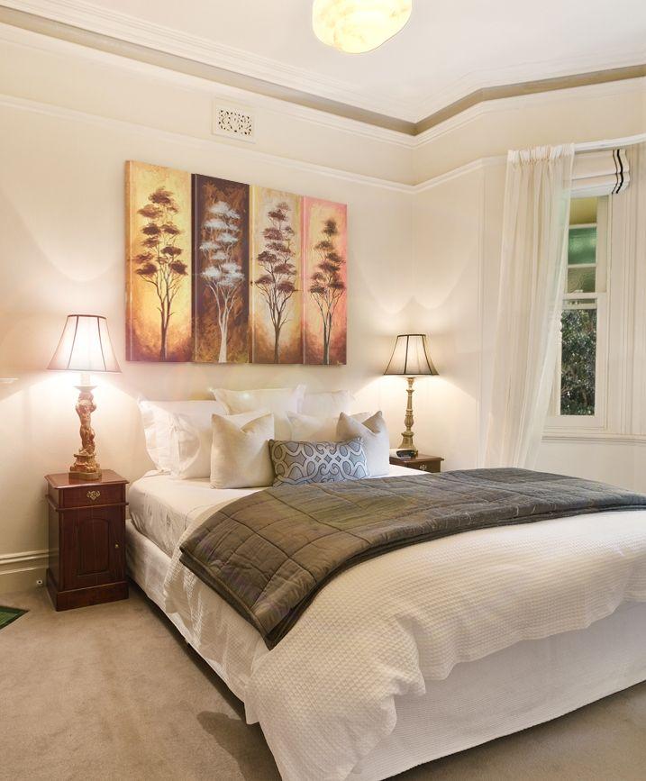 """Elegancki obraz na płótnie """"Drzewa w złocie"""" dostępny jest zarówno w formie wydruku na płótnie, jak i oryginalnego obrazu ręcznie malowanego. Polecamy ten obraz na ścianę nie tylko do sypialni!"""