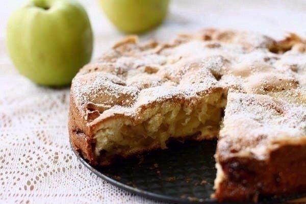 Диетическая яблочная шарлотка (100 гр 78.62 ккал)