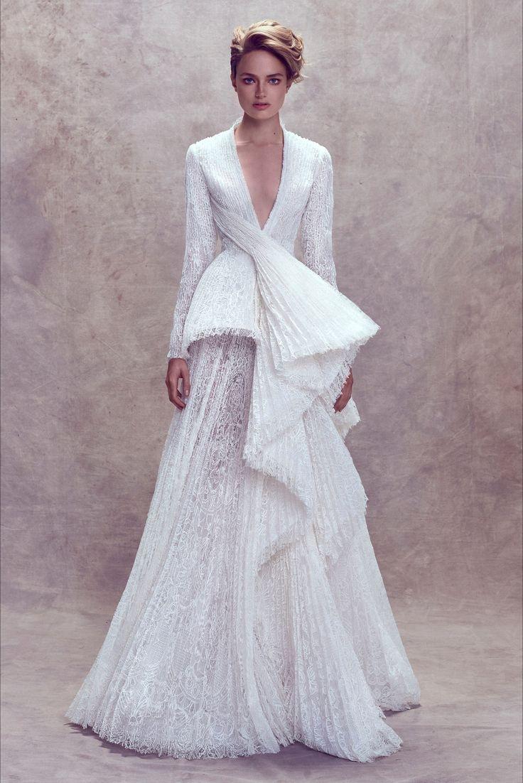 Guarda la sfilata di moda Ashi Studio a Beirut e scopri la collezione di abiti e accessori per la stagione Alta Moda Autunno-Inverno 2017-18.