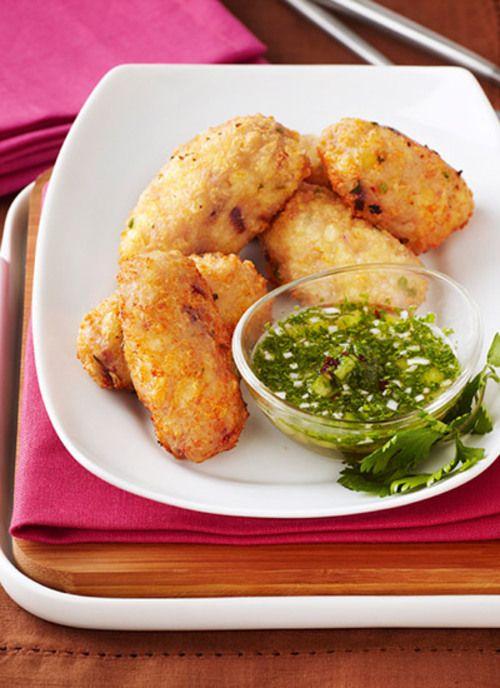 La arracacha es una raíz originaria de América, de la que Colombia es el principal productor. Acompañe estas croquetas con ají criollo como parte de una cena o como tentempié.
