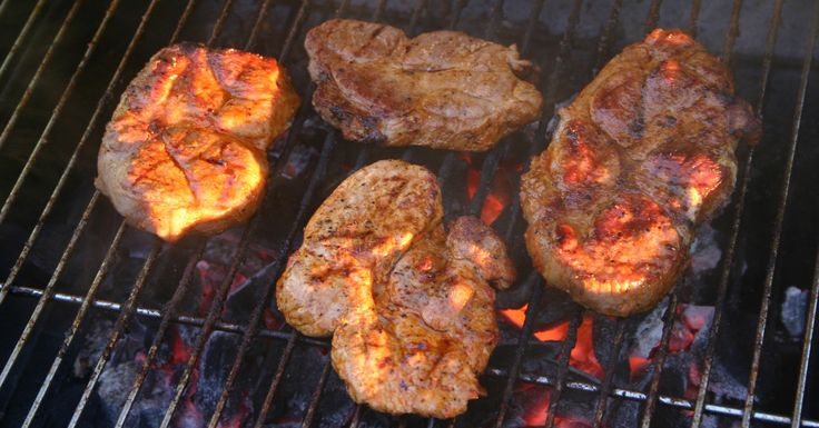 How to Cook a Steak on Your Charcoal Grill from Overstock.com. Follow these steps to consistently cook delicious steaks on your charcoal grill.