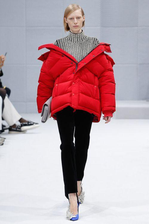 La doudoune rouge de Balenciaga