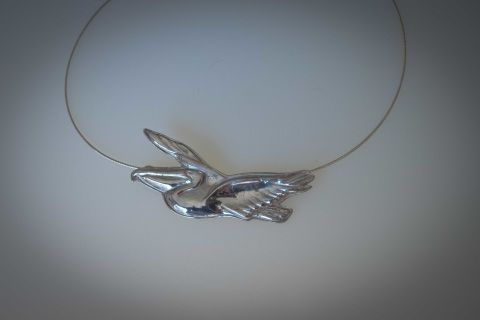 This+sterling+silver+pelican+is+not+only+a+beautiful+pendant+but+remove+the+sterling+silver+wire+and+you+have+a+pelican+brooch!++Unique+and+very+clever+design.+The+pelican+is+formed+using+the+repousse+technique+-+shaped+by+hammering+from+the+reverse+side+to+create+a+design+in+low+relief.++Pelican+is+approx++74mm+x+38mm+and+this+piece+includes+a+47+cm+sterling+silver+wire+necklace