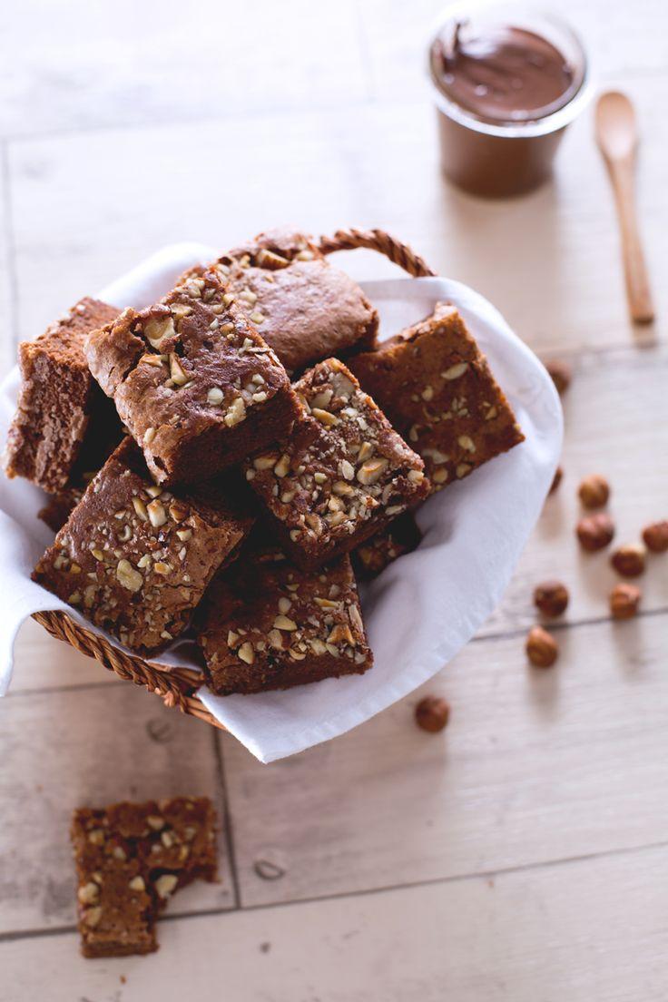 Se anche voi siete degli inguaribili golosoni, provate questa variante dei famosi dolcetti americani che faranno gola sia ai grandi che ai piccoli: #brownies alla Nutella! (Nutella brownies) #Giallozafferano #recipe #ricetta #chocolate #Nutella #dessert