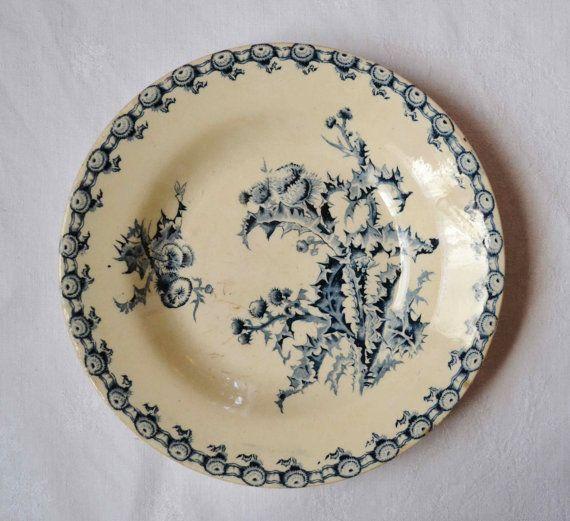 assiette ancienne en fa ence de gien terre de fer bleue d cor chardons. Black Bedroom Furniture Sets. Home Design Ideas