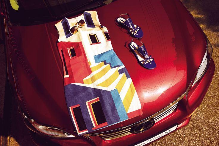 선글라스 지방시, '루이스 바라간'의 작품에서 영감을 받은 회화적인 프린트의 원피스와 블루 플랫 슈즈 모두 롱샴   Lexus i-Magazine 앱 다운로드 ▶ http://www.lexus.co.kr/magazine #CT #Fashion #Style #Trend #Magazine #Car #Lexus