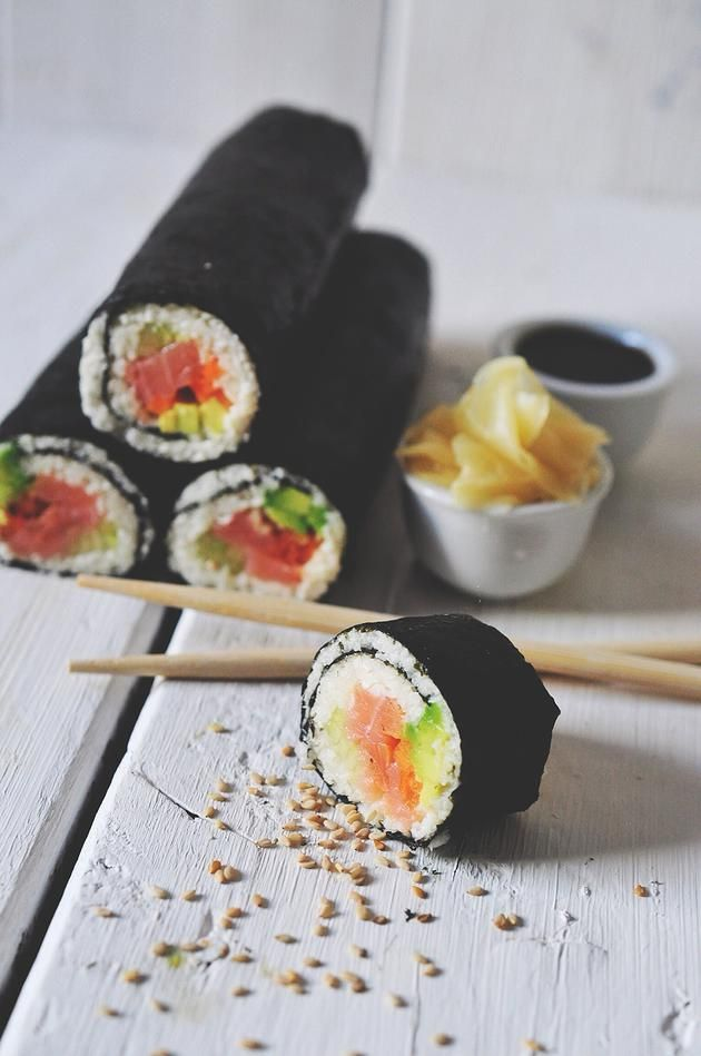 nads healthy kitchen | homemade 100 % cauliflower salmon sushi
