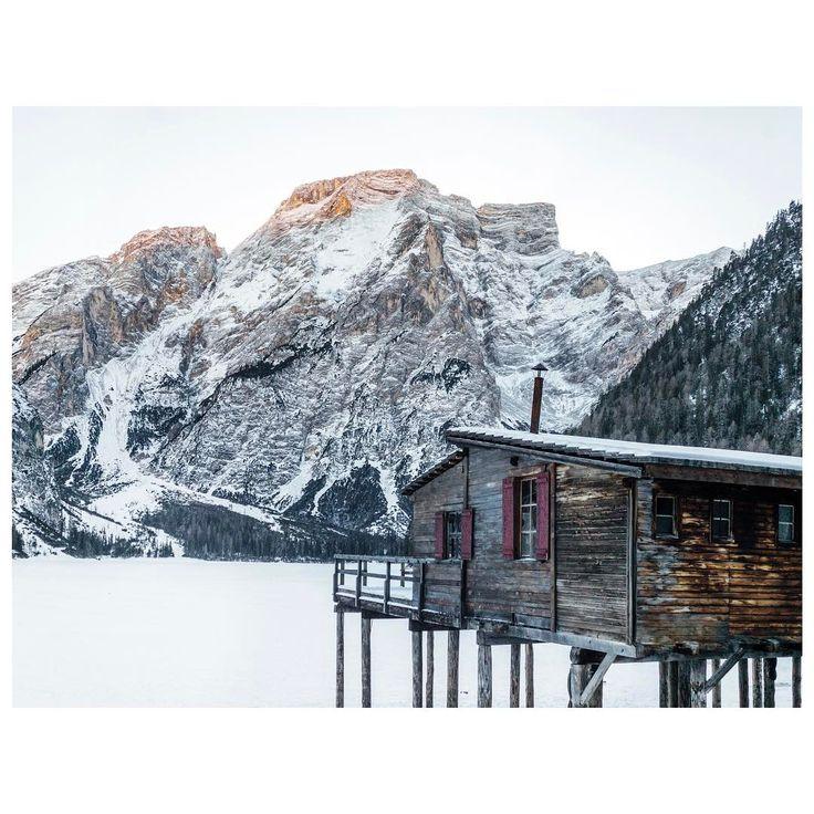 Julie Sarperi + Renaud Bonnet (@carnetstraverse) • Lac di Braies, Alpes italiennes