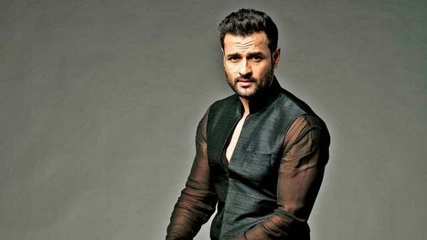 Rohit Roy to be a part of Vikram Bhatt's web series Memories #FansnStars