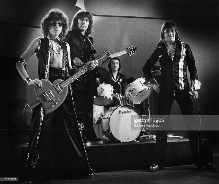 Mud posed on stage at Hilversum in Holland in 1974 L-R Rob Davis, Ray Stiles, Dave Mount, Les Gray