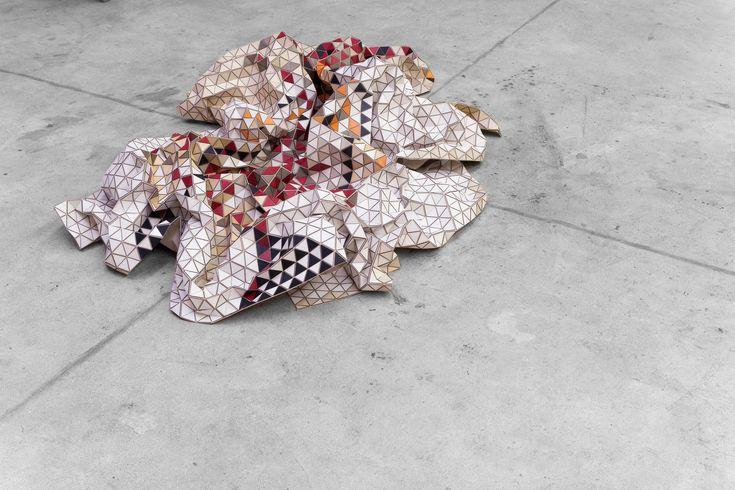 Galería de Elisa Strozyk flexibiliza la madera hasta convertirla en un textil…