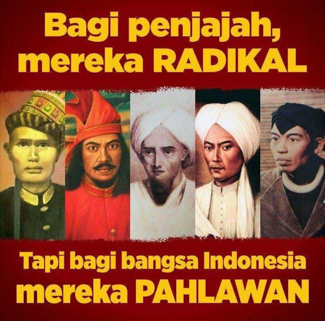 "Kaum ""RADIKAL"" dan ""MUSLIM FANATIK"" Itu Musuhnya PENJAJAH  [PORTAL-ISLAM]Para pejuang kemerdekaan Indonesia oleh penjajah mereka dicap dengan sebutan ""RADIKAL"". Karena mereka berani melawan penjajahan. Tak seperti golongan lain yang ""santun"" manut dan nrimo bahkan mau bekerjasama dengan kolonial. Tapi kaum ""RADIKAL"" inilah adalah PAHLAWAN bangsa Indonesia yang mengusir penjajah dari tanah air tercinta. Begitu juga saat mempertahankan Kemerdekaan Indonesia yang hendak dijajah kembali oleh…"