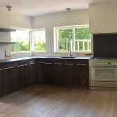 Ben je op zoek naar een houten keuken met een landelijke en robuuste look? De redactie van UW Keuken spotte deze houten keuken van RestyleXL in het magazine Wonen in Landelijke stijl. Laat je inspirer...