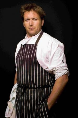 TV Chef James Martin♥.•:*´¨`*:•♥ Love the series he did on hospital food and changing it for healthier food