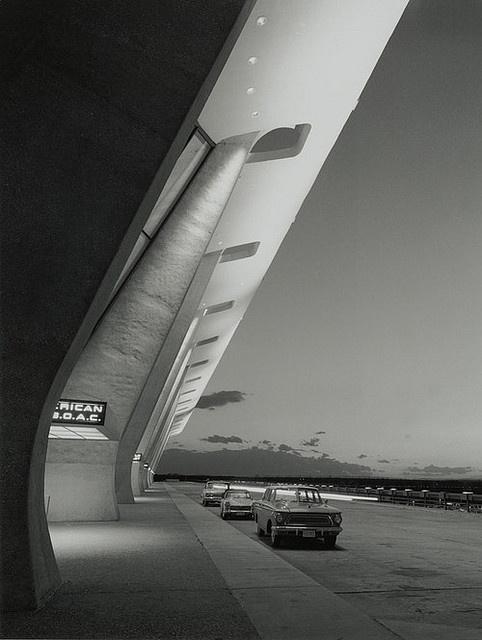 dulles airport terminal  designed by eero saarinen in 1958