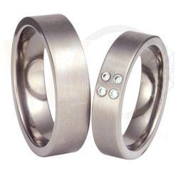Obrączki ślubne z tytanu z cyrkonią/ Wedding rings made from titanium with zircon/ 764 PLN #weddingrings #jewellery #love #art