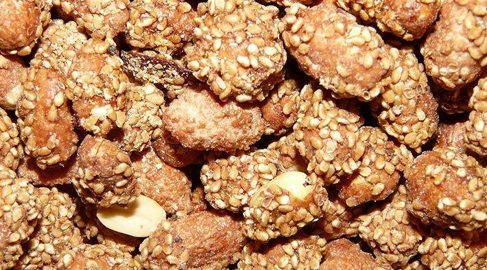 Low Carb Rezept für leckere Low-Carb Gebrannte Mandeln. Wenig Kohlenhydrate und einfach zum Nachkochen. Super für Diät/zum Abnehmen.