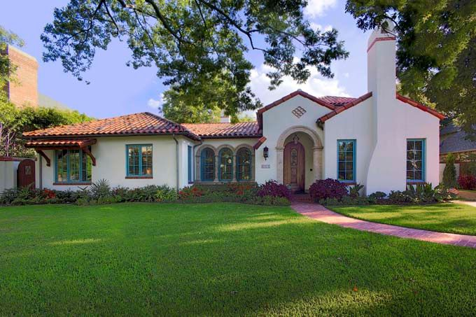Richard Drummond Davis Architects of Dallas - client wanted a home that looked as if it came from a 1930s postcard